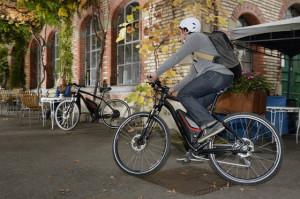 Ein moderner urbaner Lebensstil verbindet Gelassenheit mit flottem Vorankommen, wo es nˆtig ist. Letzteres bedeutet f¸r viele Menschen heute E-Bike-Fahren.