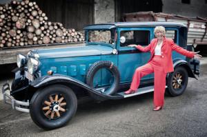 Mit einem Hudson Grand Eight von 1930 unternimmt Heidi Hetzer ihre Weltreise