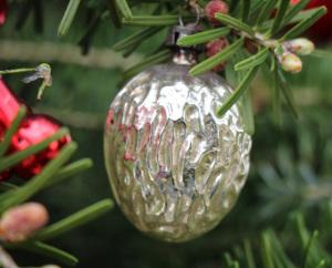 silberne-weihnachtsnuss-792x640