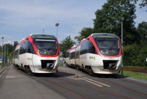 zwei-regiobahnen-nebeneinander-beim-regio-222425