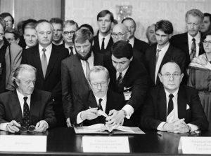 1990_unterzeichnung-zweiplusvier