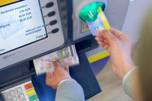 Geld einzahlen am Geldautomaten